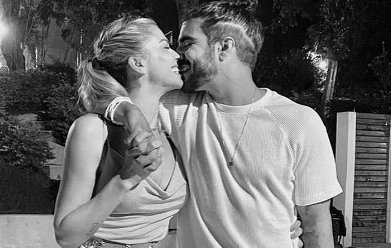 Caio Castro e Grazi Massafera se beijando