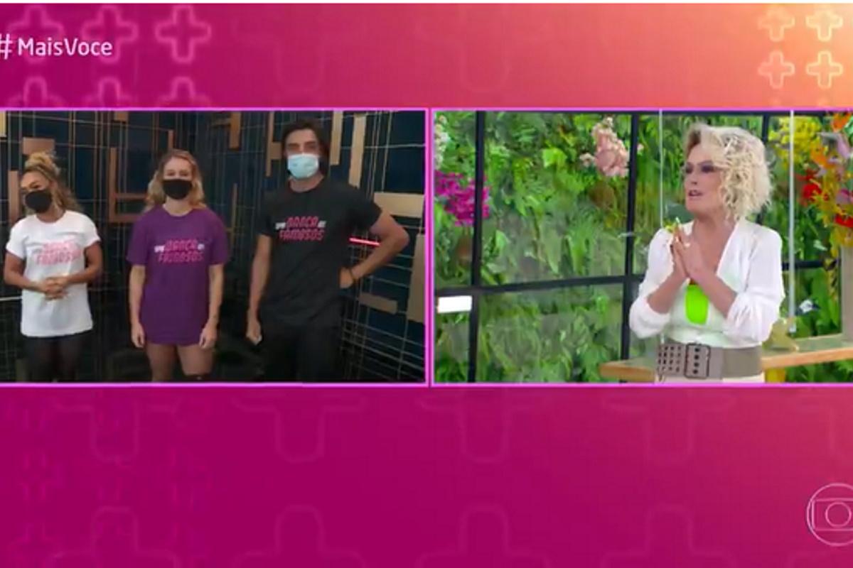 Ana Maria falando com competidores do Super Danca dos Famosos