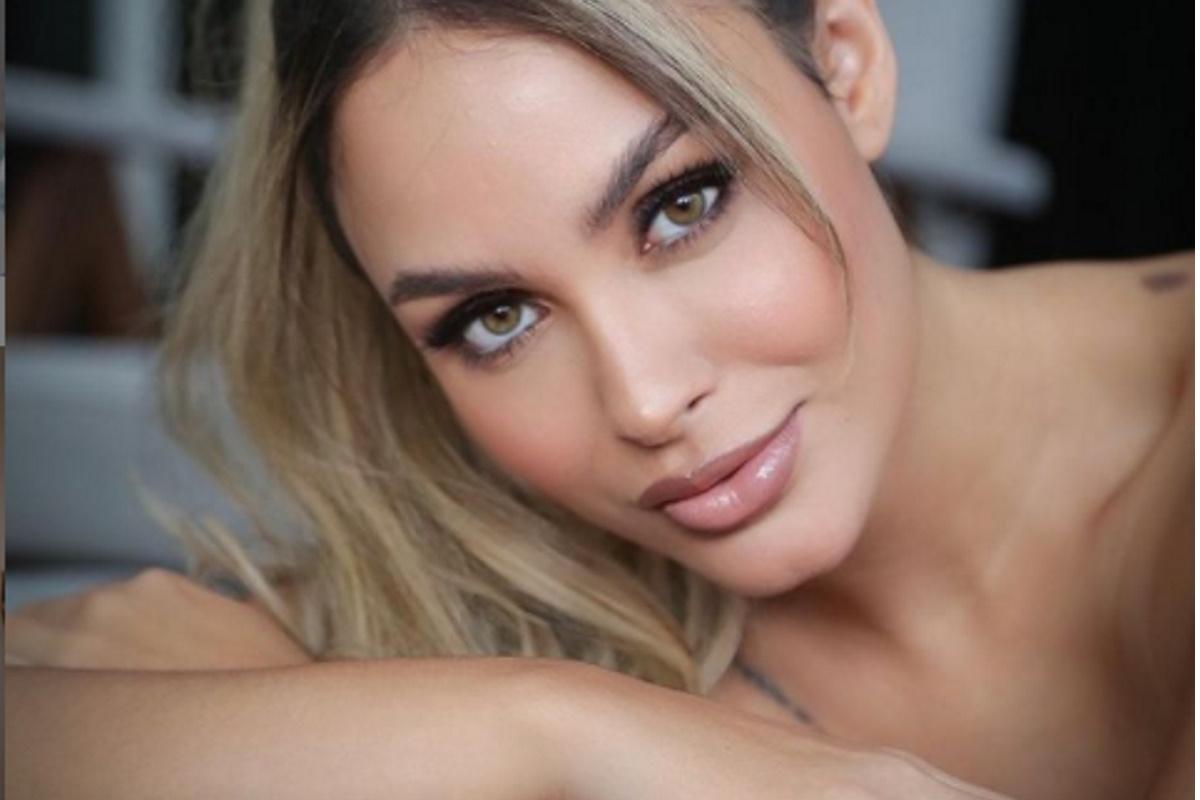 Sarah Andrade rosto maquiado