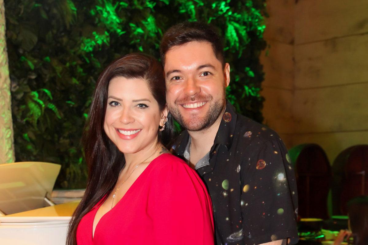 Andressa e Nasser brindam casamento em restaurante