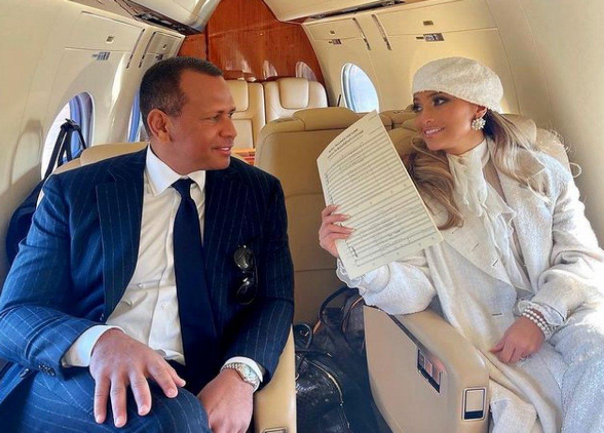 Alex Rodriguez e Jennifer Lopez em avião