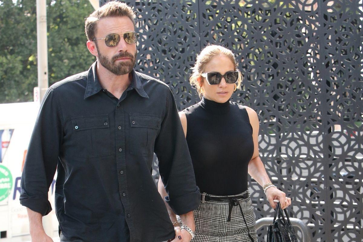 Ben Affleck e Jennifer Lopez passeando