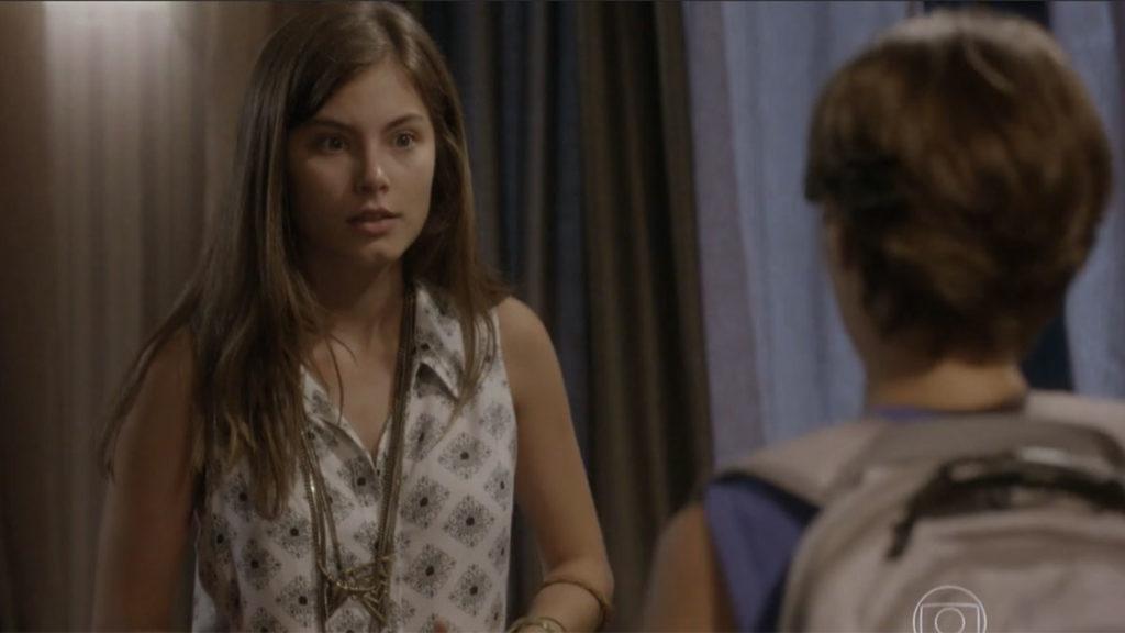 Bianca incentiva Karina a mentir para Gael