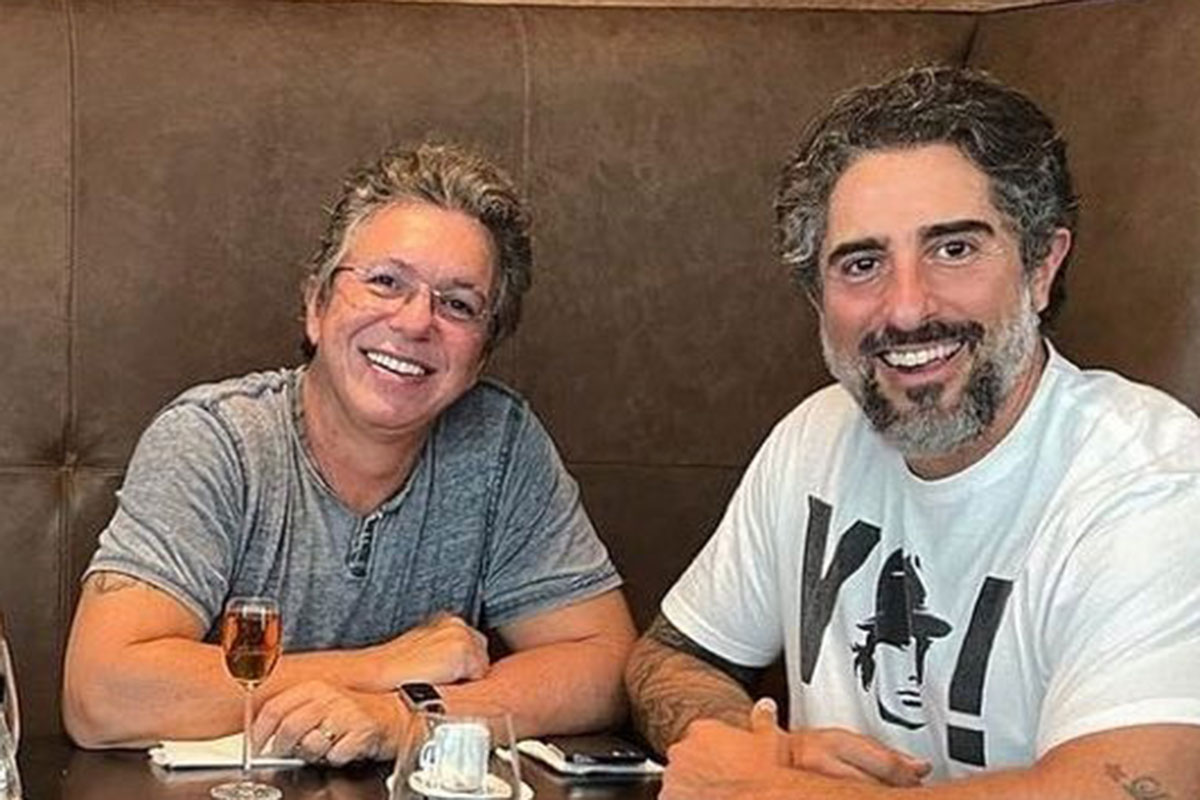 Boninho e Marcos Mion sorridentes