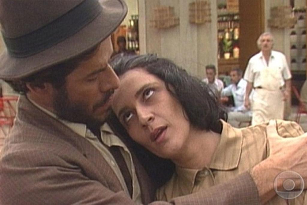 Rosane Gofmann e a personagem Cinira, na novela Tieta