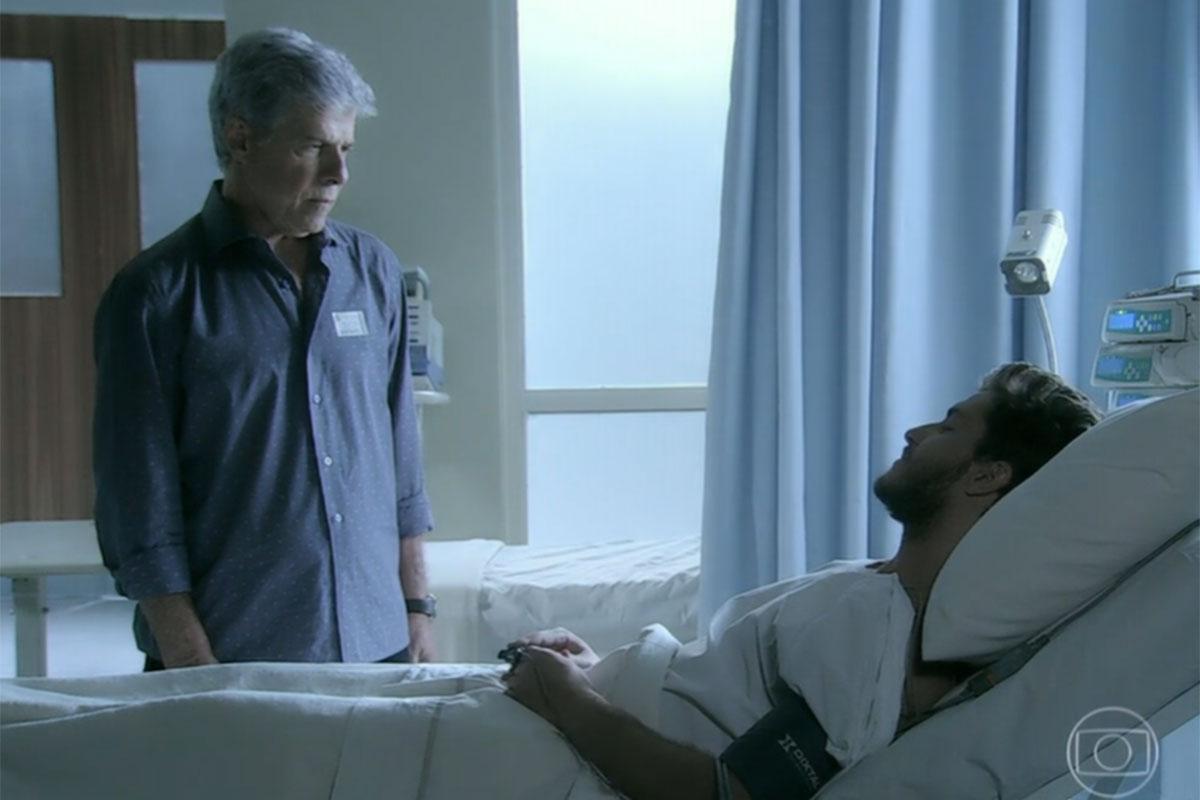 """Claudio faz uma visita para Leonardo no hospital, em """"Império"""""""