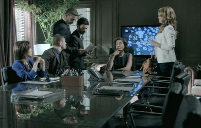 Cristina Reúne a família Medeiros para contar que vai assumir a Império