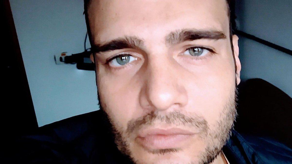 Daniel Morozetti com olhar sério