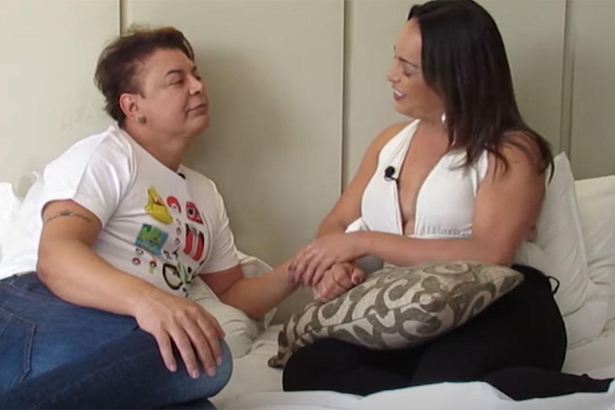 David Brazil na cama, durante entrevista