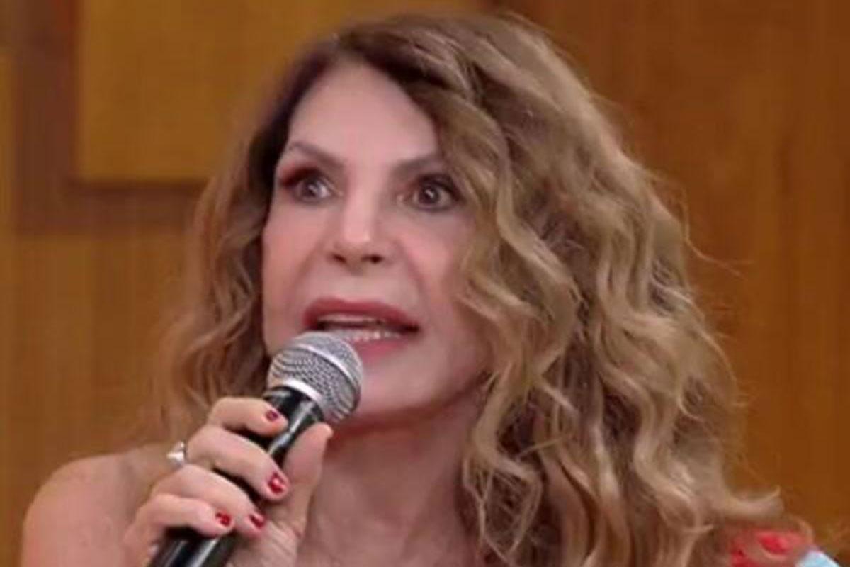 Elba Ramalho durante o programa Encontro, da Rede Globo