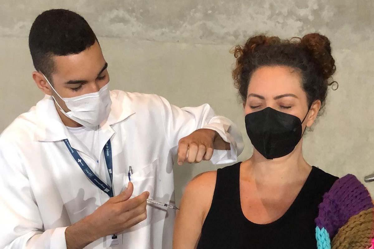 Fabiula Nascimento é vacina contra a Covid-19