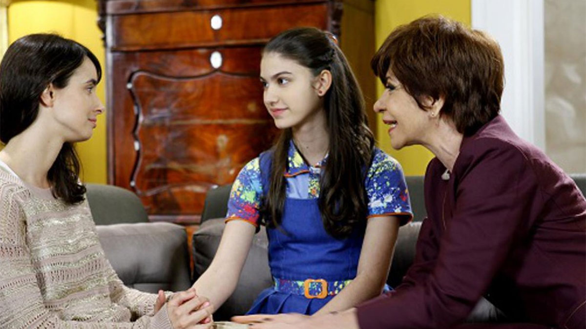 Gabriela avisa Mili que levará Maria para morar com ela
