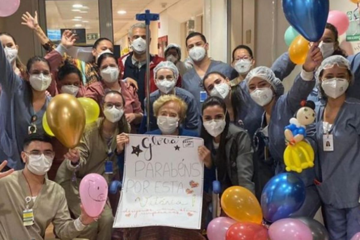 glória menezes e funcionários de hospital