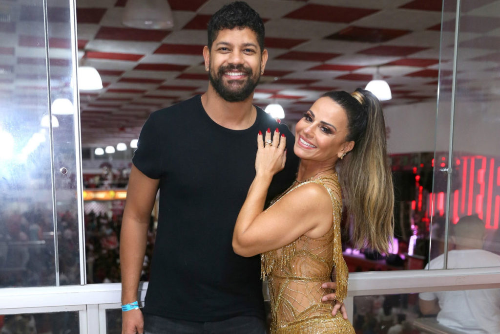 Viviane Araújo e Guilherme Militão abraçadinhos