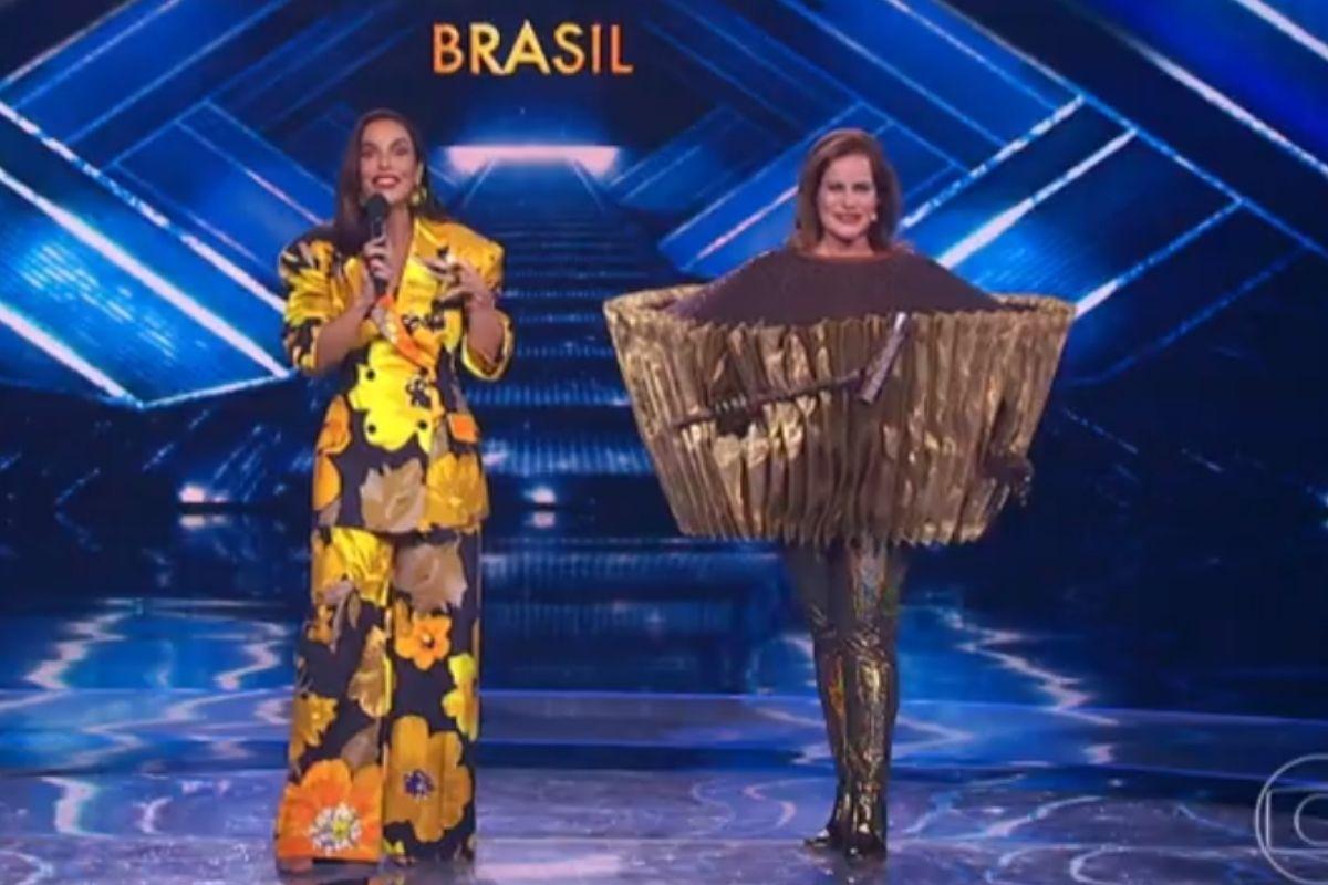 Ivete sangalo e Renata Ceribelli no palco