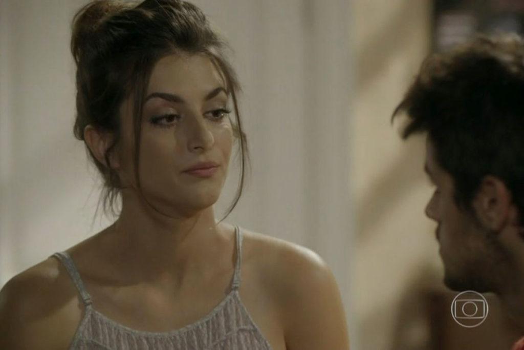 """Jade revela para Cobra o segredo de Pedro e Bianca, em """"Malhação Sonhos"""""""