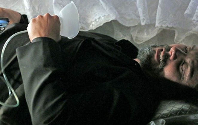 José Alfredo desmaia dentro do caixão