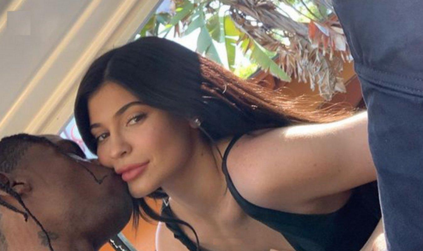 Travis Scott beija Kylie Jenner