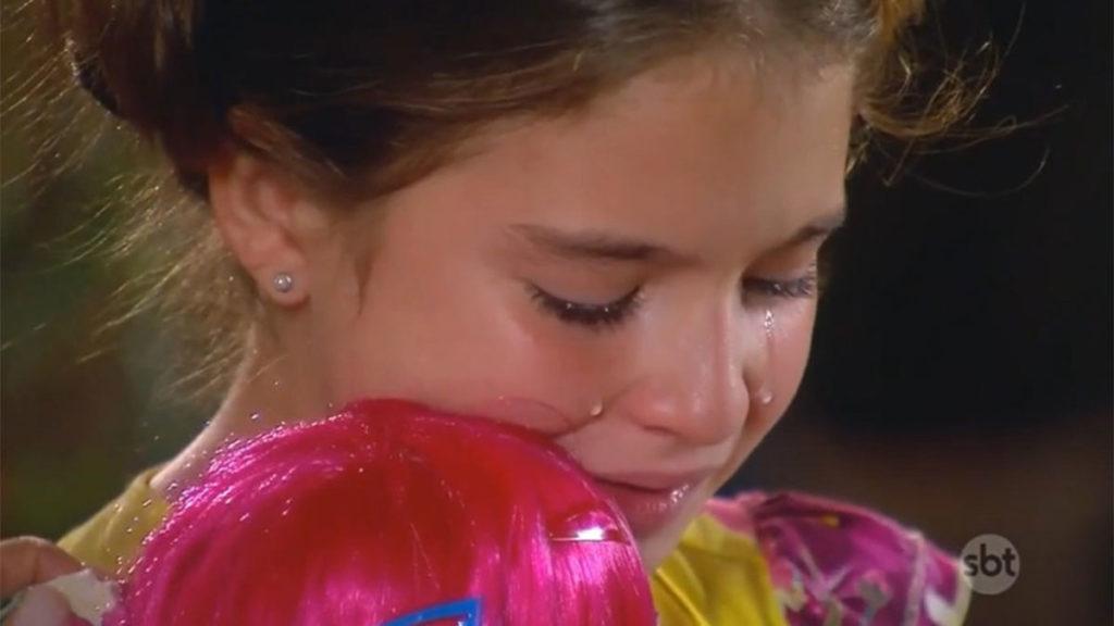 Maria chora após ficar sem família