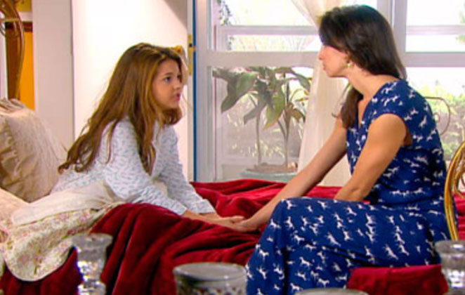 Gabriela conta para Marian que decidiu adotar Maria