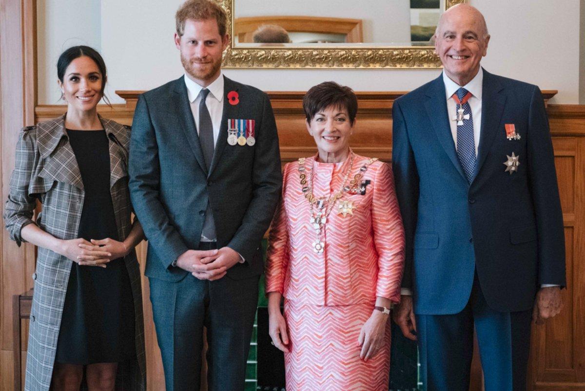Meghan Markle e Príncipe Harry durante visita a Nova Zelândia com a governadora geral Patsy Reddy