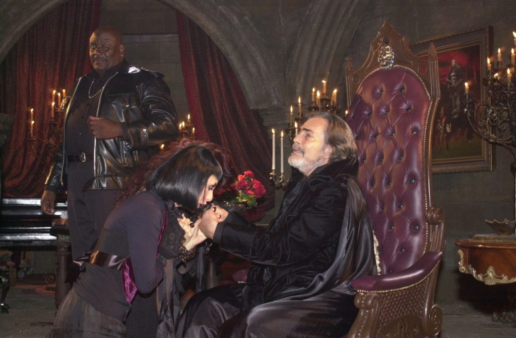 Tarcisio Meira como o vampiro Boris em O Beijo do Vampiro