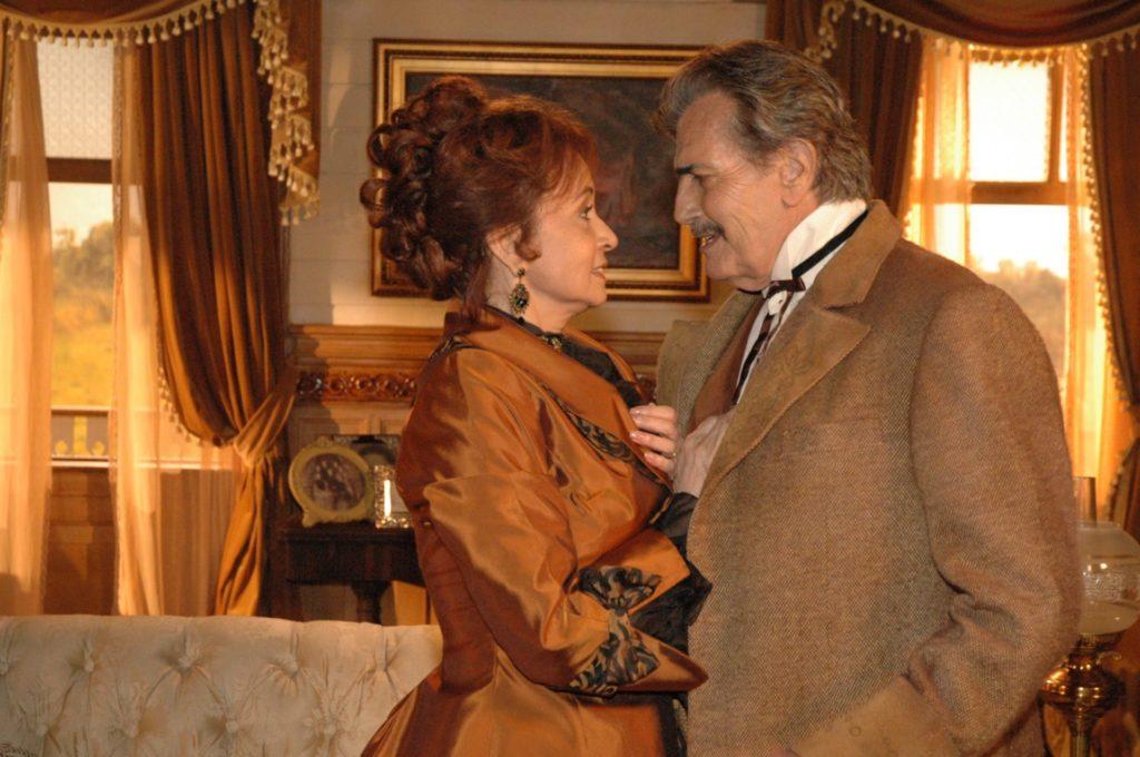 Tarcisio Meira como John McGold em Bang Bang ao lado de Joana Fomm, que vivia Miriam