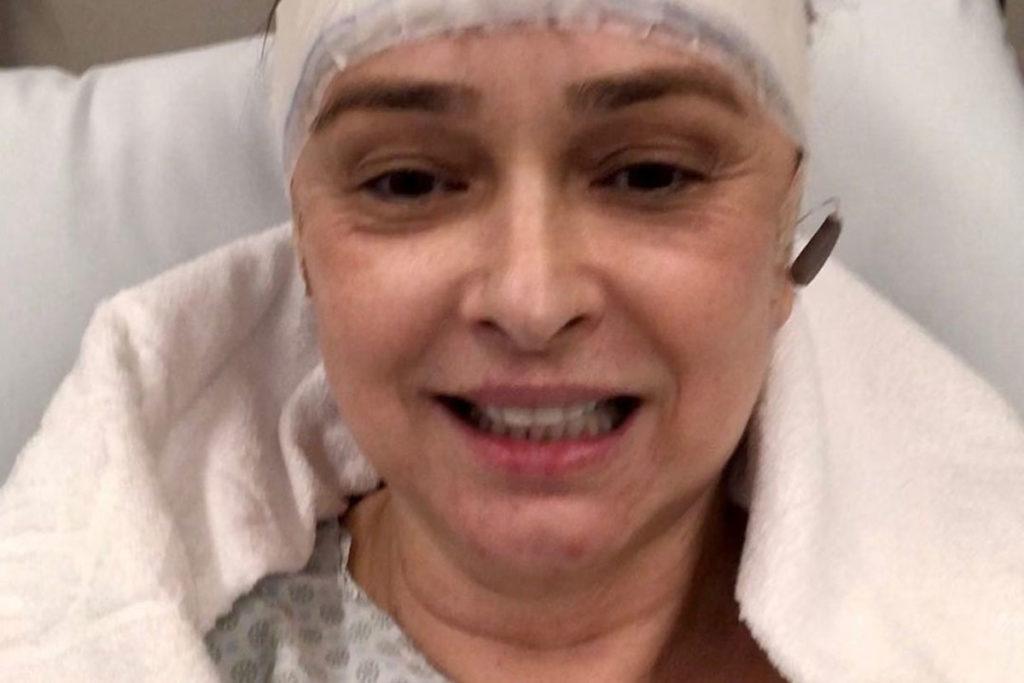 Myrian Rios passa por cirurgia na cabeça