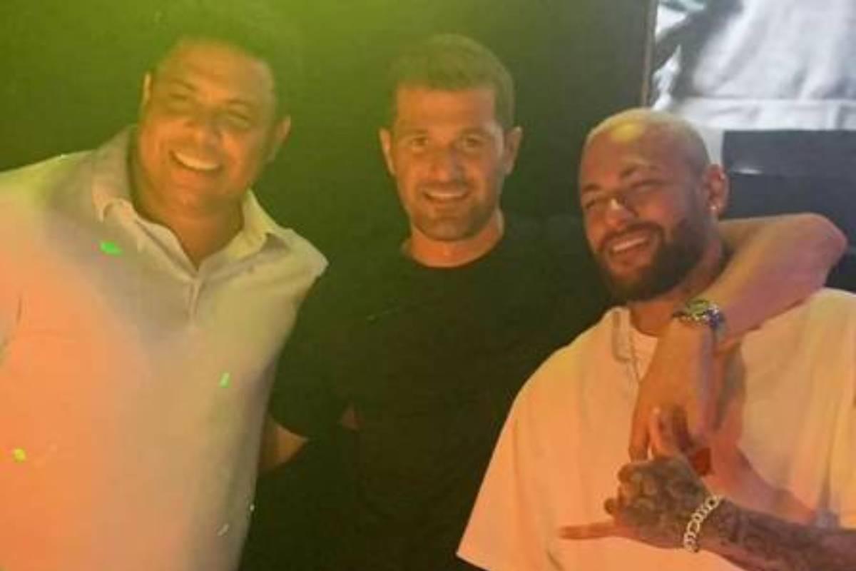 neymar ao lado de ronaldo em festa em Ibiza