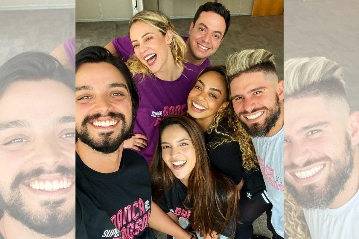Slefie de Paolla Oliveira, Dandara Mariana e Rodrigo Simas com professores do Super Dança dos Famosos
