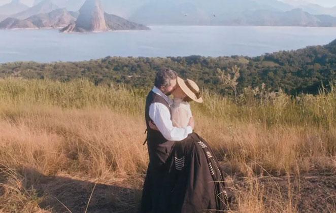 """Pedro e Luísa se beijam em """"Nos Tempos do Imperador"""""""