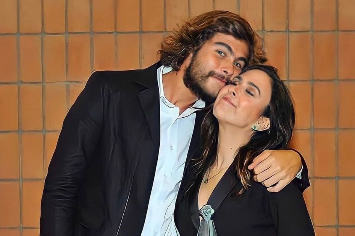 Foto de Rafael Vitti e Tatá Werneck abraçados