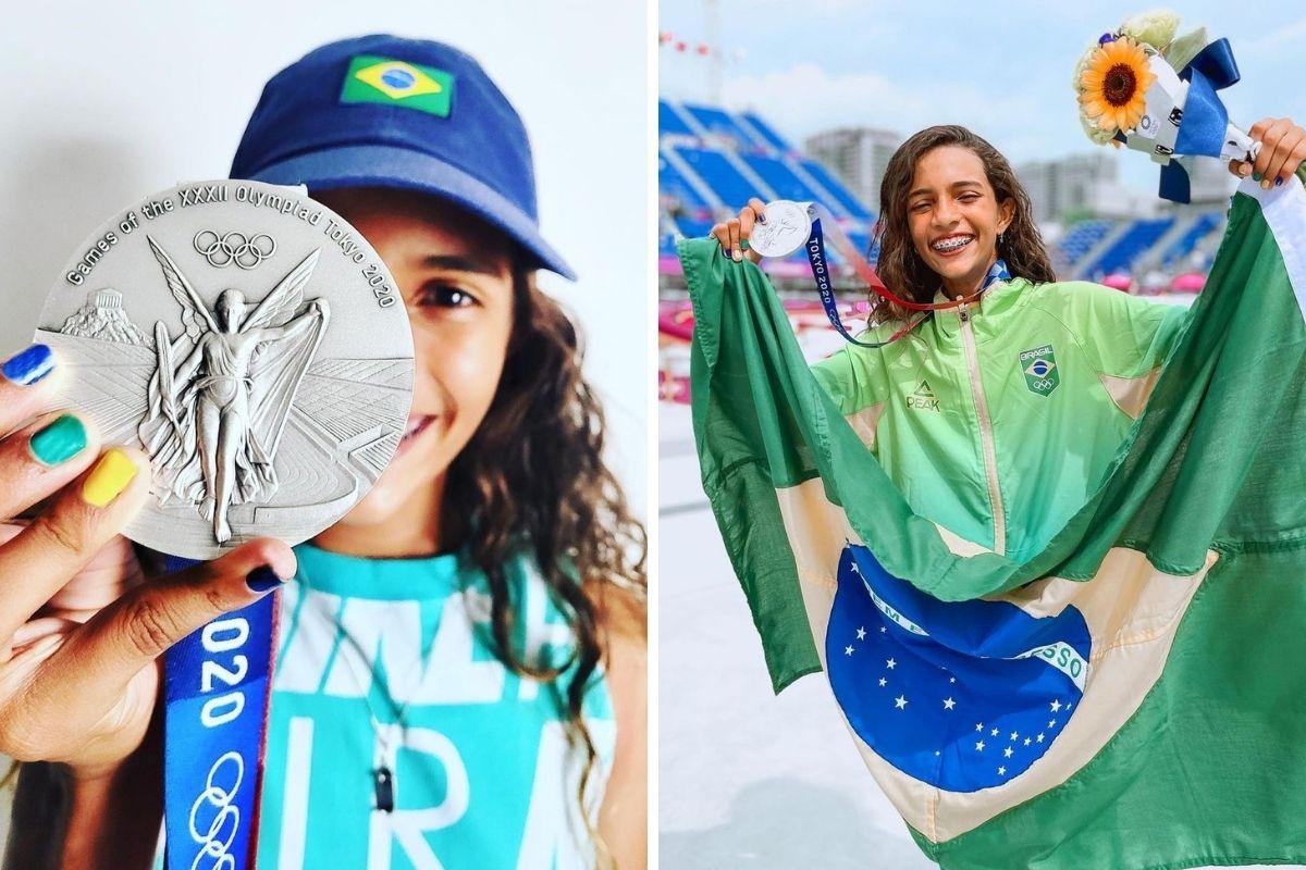 Rayssa Leal mostrando a medalha de prata e com a bandeira do Brasil