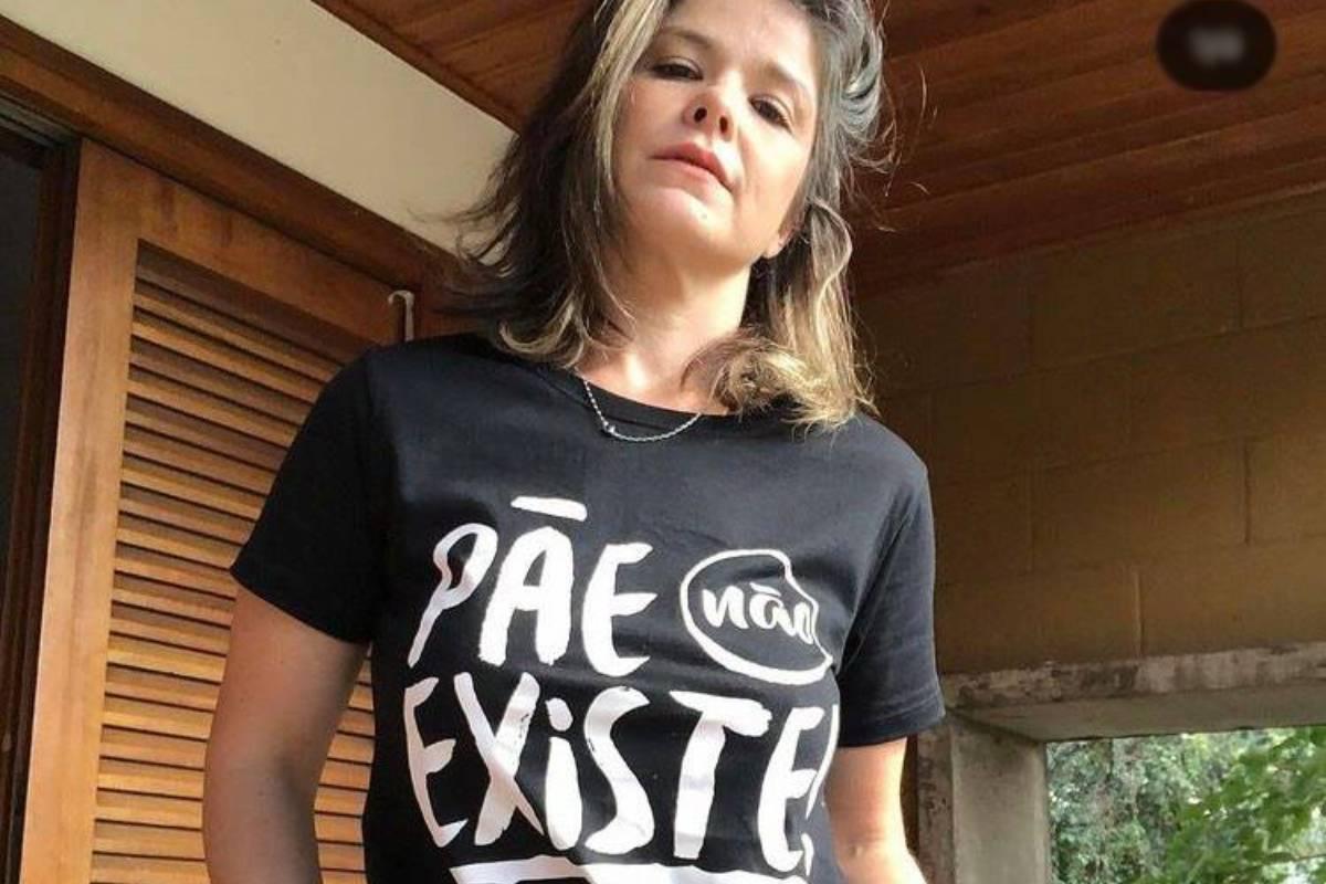 samara felippo com camiseta sobre mães solo