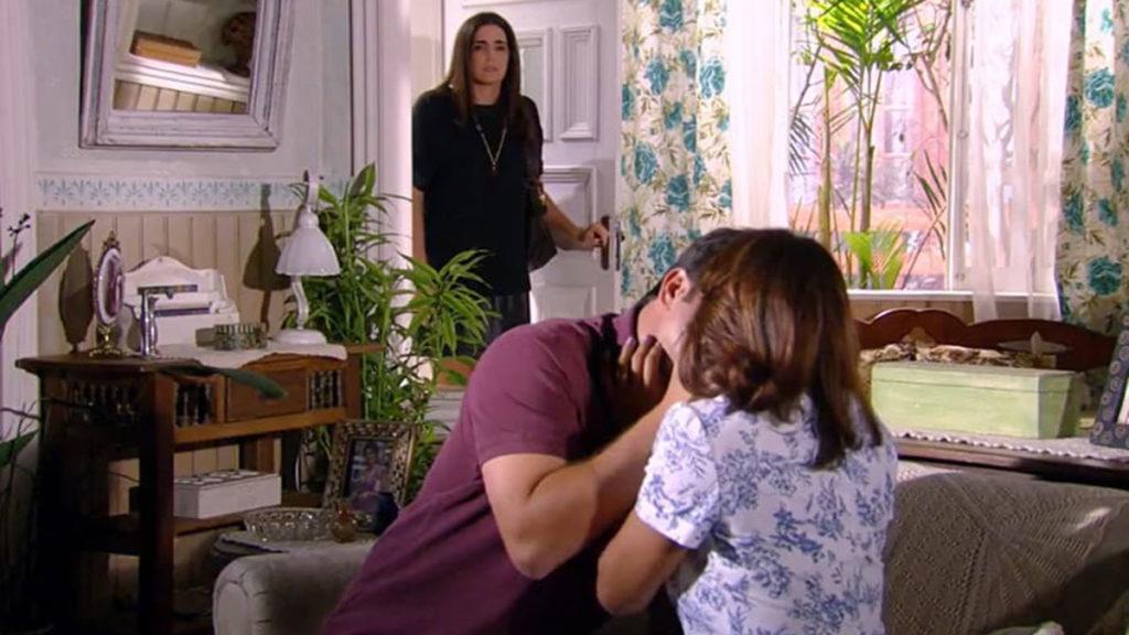 Suzana flagra o beijo de Ariclenes e Marta