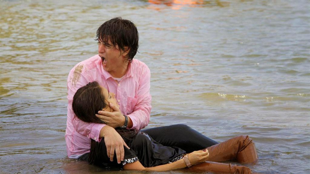 Avião com Tobias e Maria Cecília cai em praia deserta