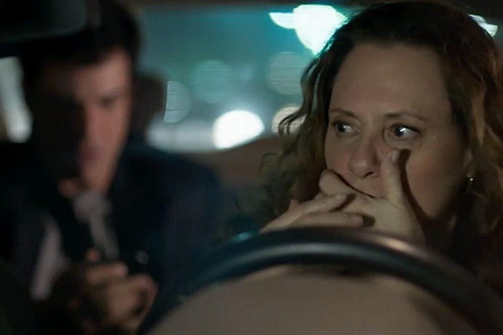 Arlete leva um susto levar Eric em seu táxi é Eric e sofre um acidente