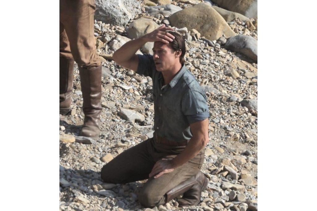 De volta ao trabalho: Brad Pitt foi visto gravando o próximo filme Babylon na costa de San Pedro, Califórnia, na quarta-feira