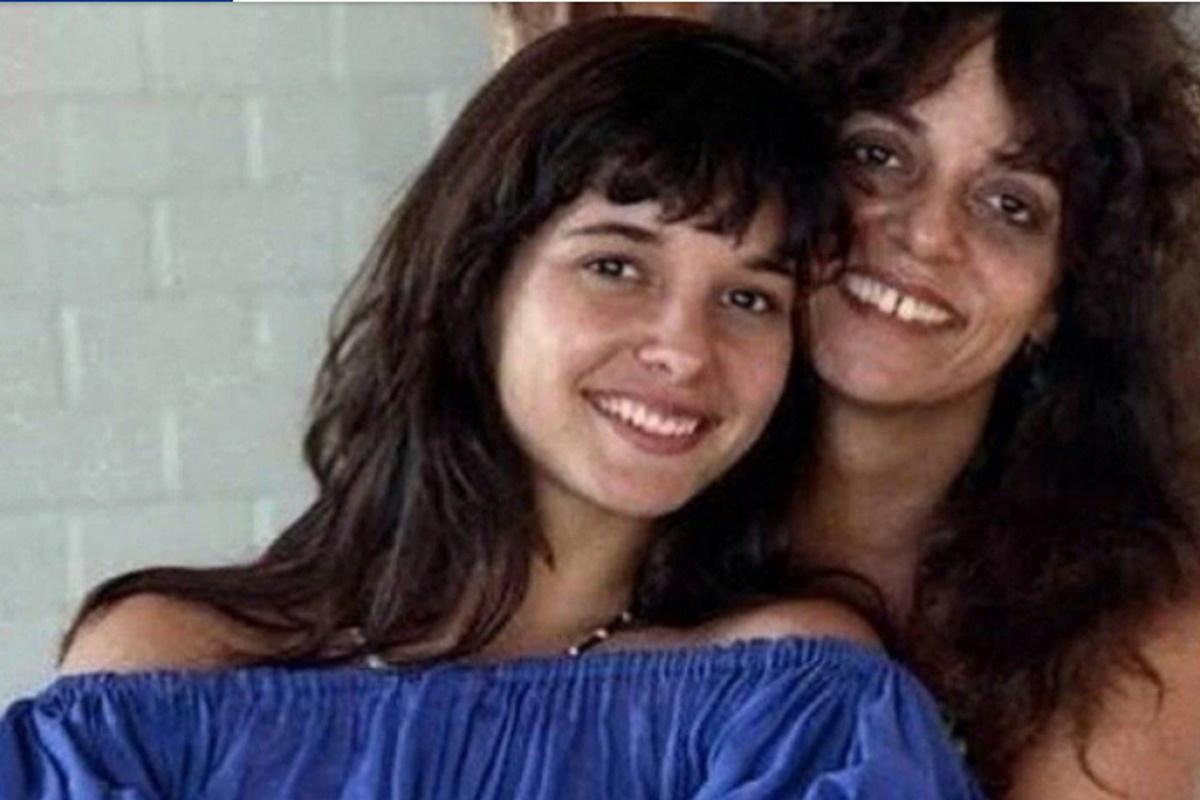 Daniella Perez e Gloria Perez abracadas