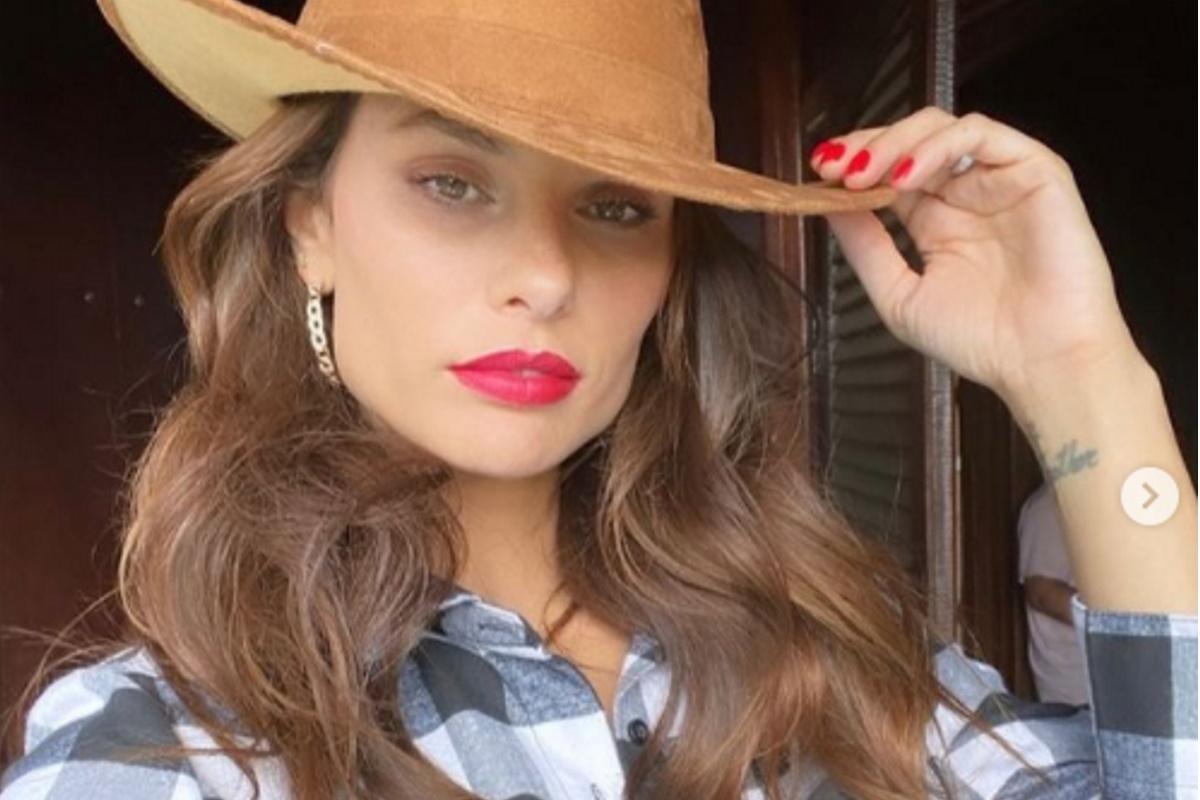 Dayane Mello de chapeu