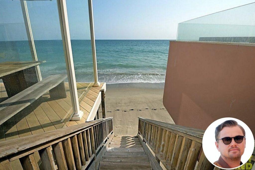 Mansão de Leonardo em Malibu tem acesso privativo à praia e conta com um grande deck de frente para o mar