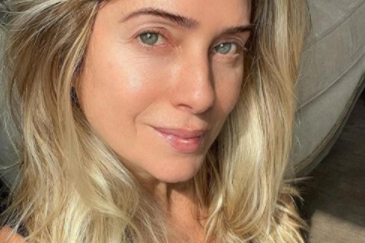 Letícia Spiller selfie de cabelo solto