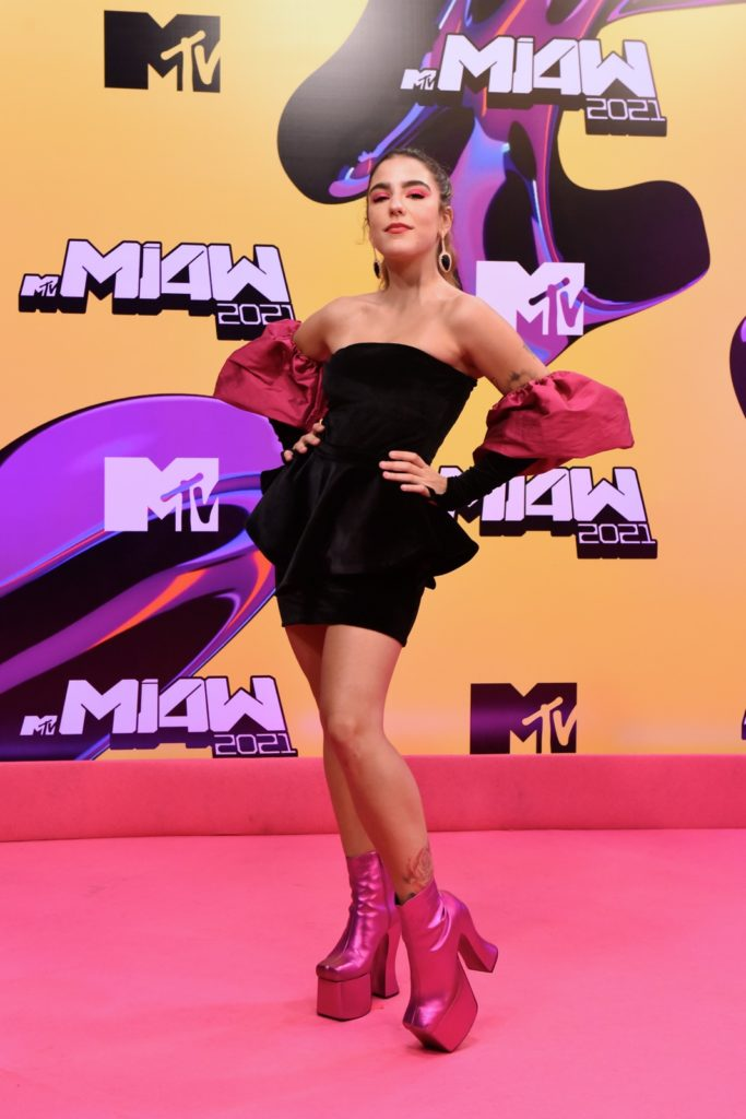 bia-coelho-pink-carpet-mtv-miaw