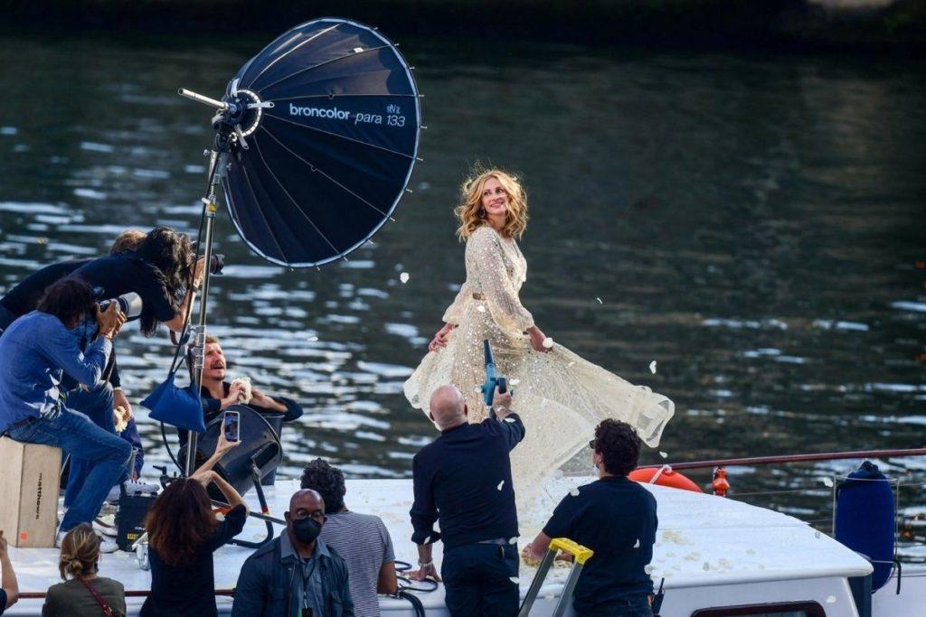 Julia Roberts em novo anúncio para a Lancôme , gravado no Rio Sena, em Paris
