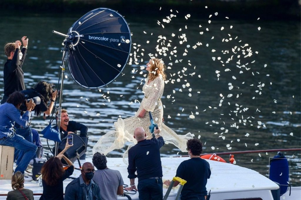 Julia Roberts no comercial da Lancôme rodado no rio Sena em Paris