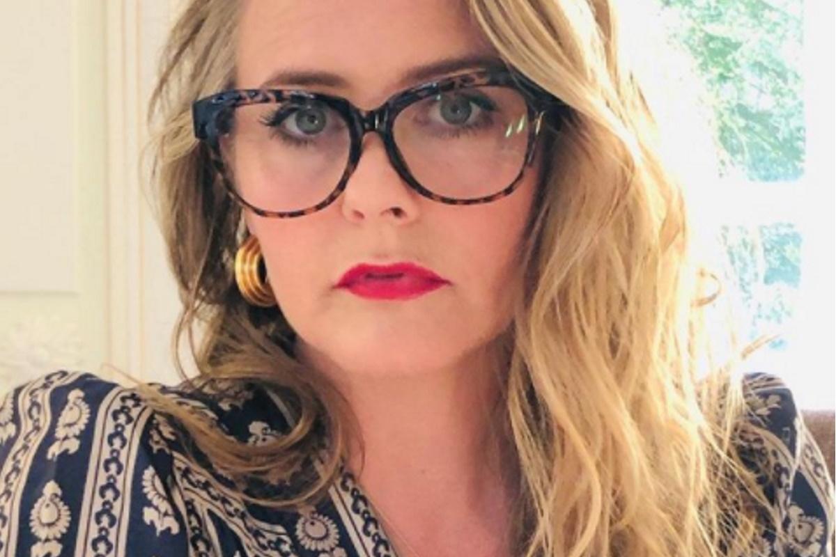 Alicia Silverstone de oculos