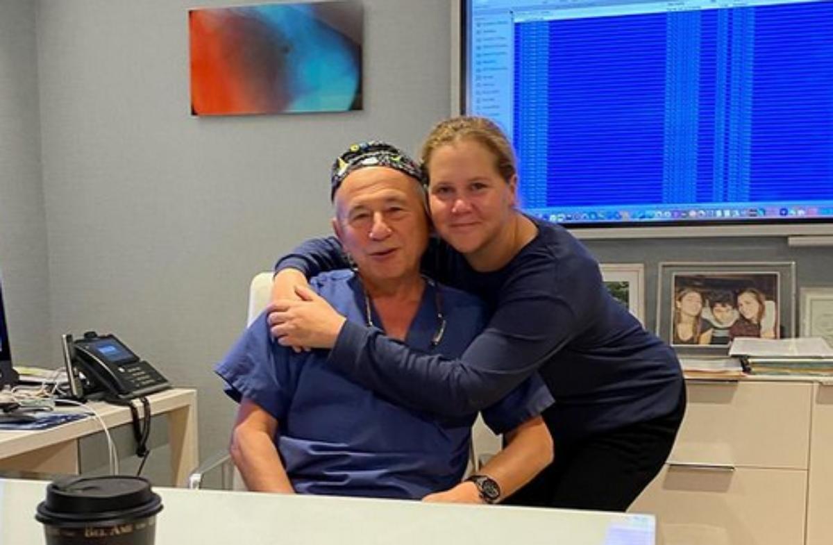 Amy Schumer com seu médico