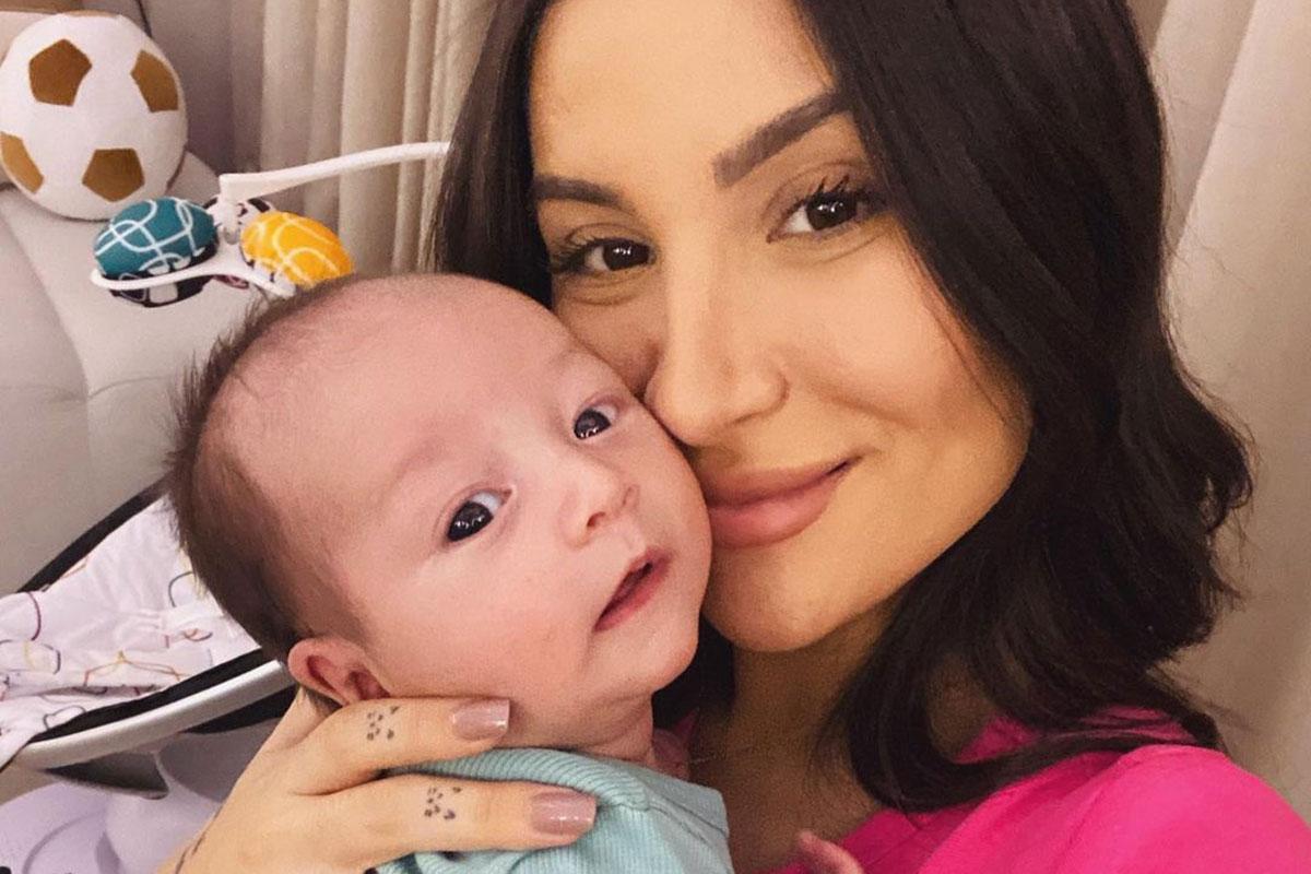 Bianca Andrade com o filho Cris