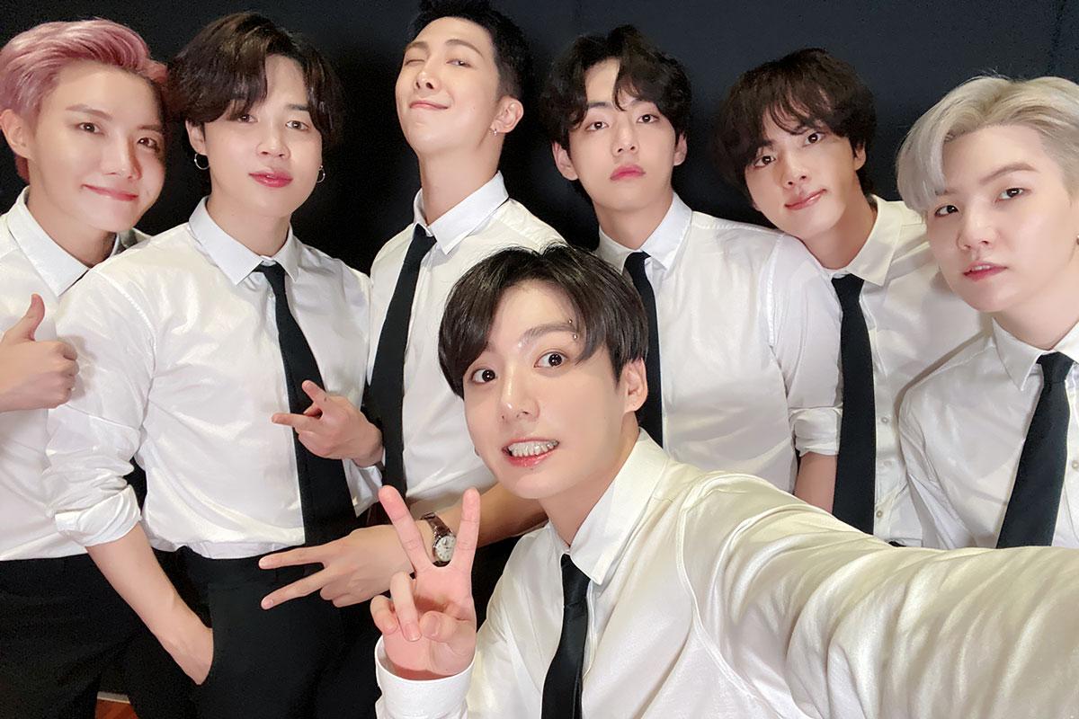 Meninos do BTS em selfie nos bastidores da sede da ONU