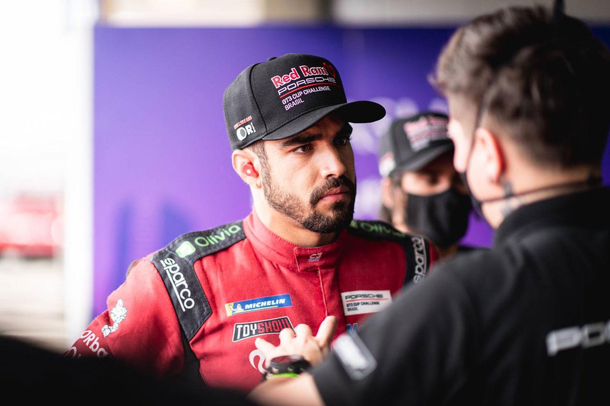 Caio Castro conquista pódio na Porsche Cup